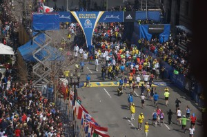 Boston_Marathon_bombing_first_bomb_site_54_minute_before_explosion (2)
