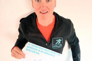 Henriette Driesen-Joanknecht ondertekent sportakkoord gemeente Berg en Dal