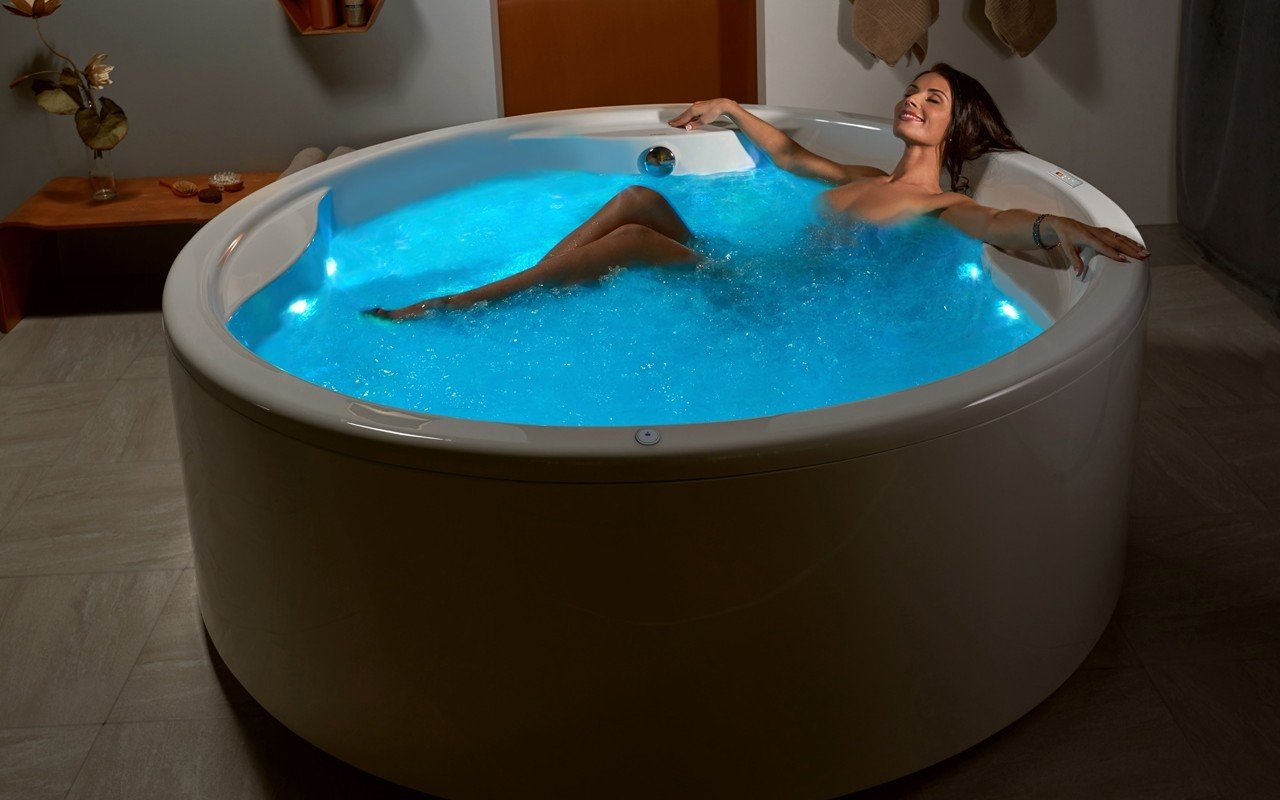 Free standing soaking tub in USA  Luxury Freestanding