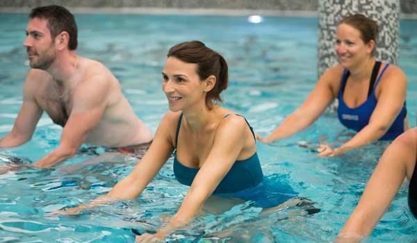 cours de velo en piscine