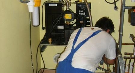 plombier installateur d'un récupérateur d'eau de pluie