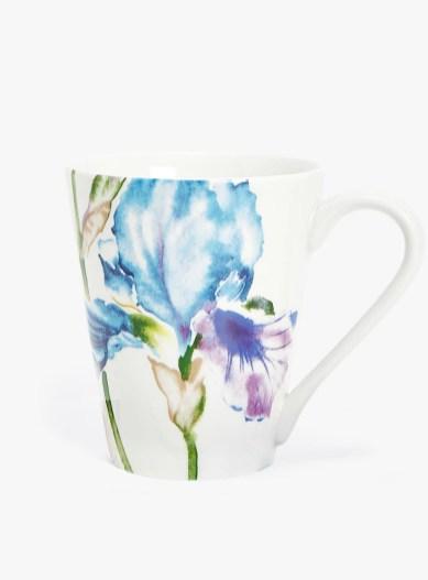 Taza de porcelana con calca floral