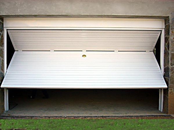 Puertas de garaje elecci n cerrajeros valencia for Puerta garaje basculante