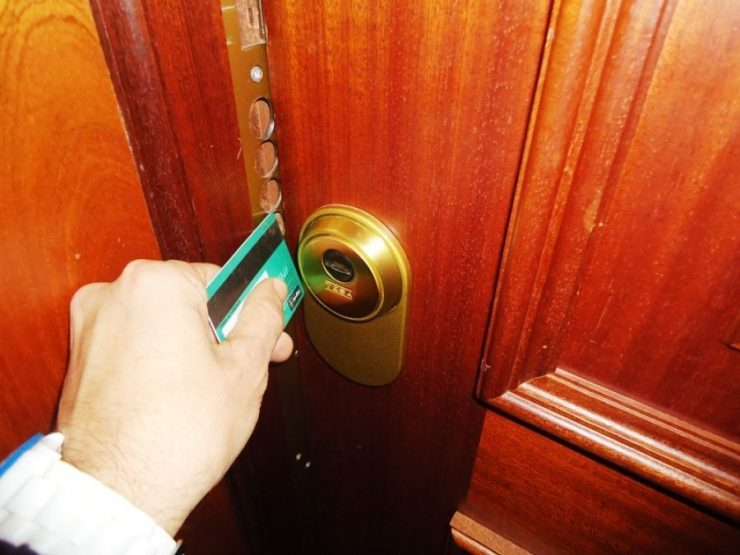 Trucos para abrir la puerta sin llaves y sin necesidad de un cerrajero