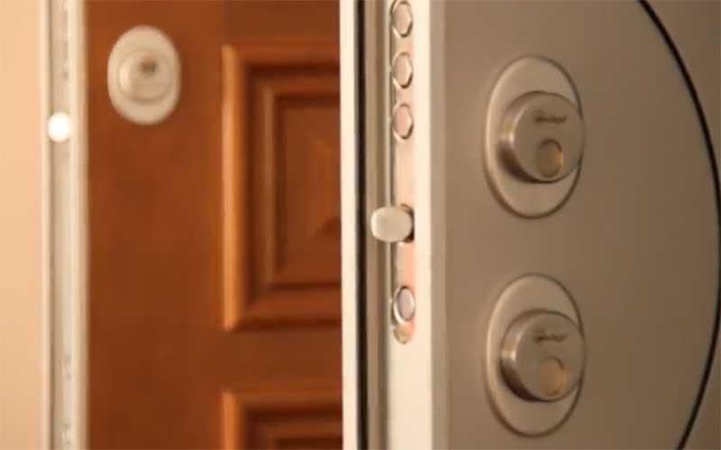 como cambiar la cerradura de ena puerta blindada