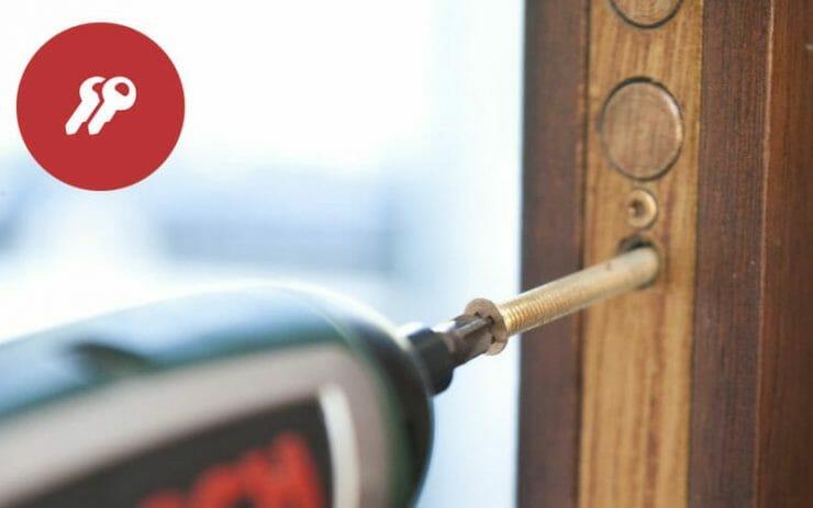 cambiar la cerradura de la puerta