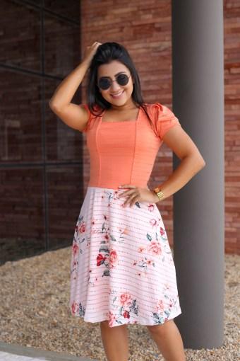 Vestido Godê Coral em Áquila Tauheny Store | Moda Evangélica