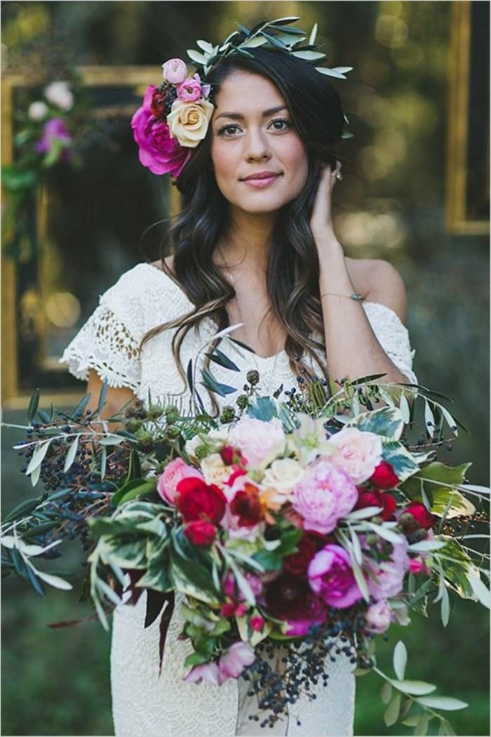 Peinados Al Estilo Boho Con Corona De Flores Para Novias