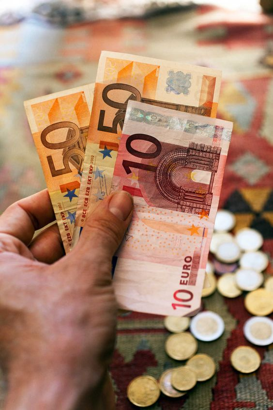 النقود والعملات