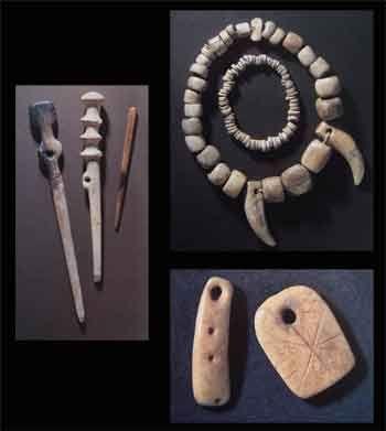 أدوات مصنوعة من الأحجار وأسنان الحيوانات