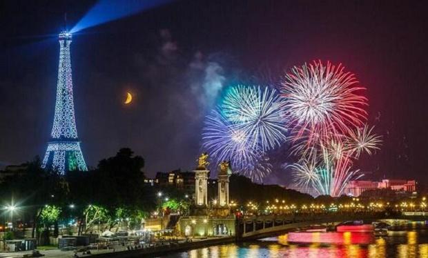 احتفالات ليلة راس السنة فى فرنسا باريس