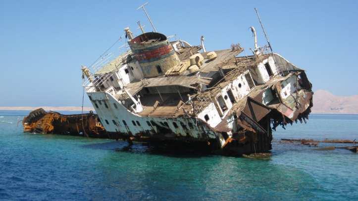 السفينة الغرقانة