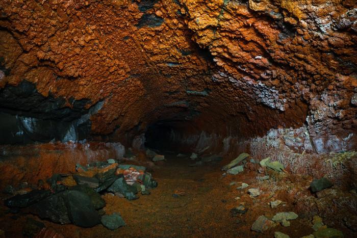 أنابيب الحمم البركانية بآيسلندا
