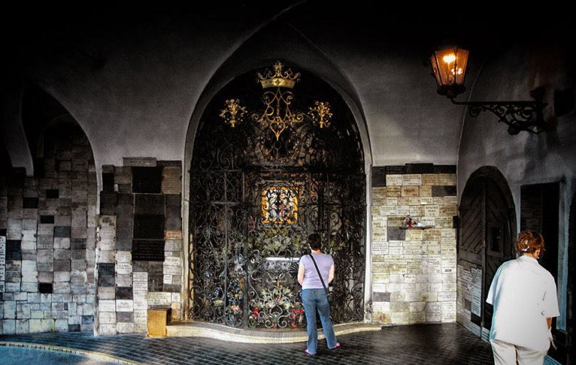 زغرب stone gate
