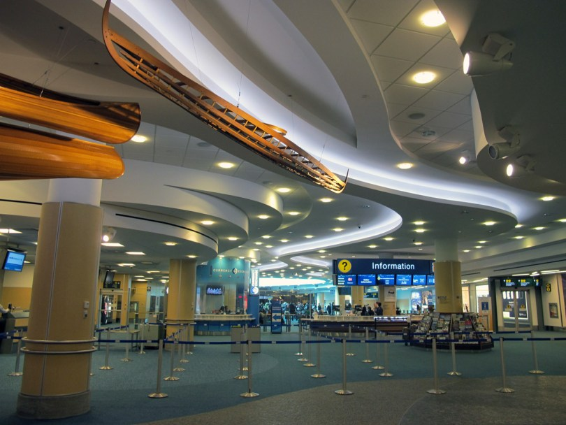 مطار فانكوفر