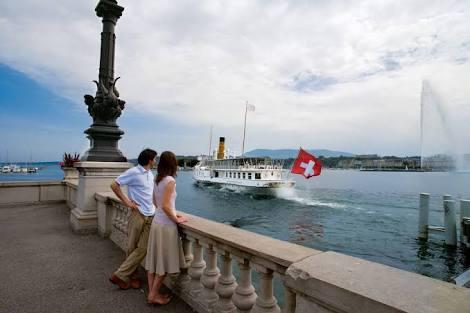 نزهة فى البحر على متن قارب
