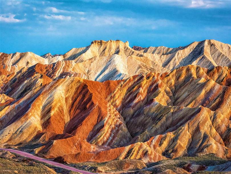 الكثبان الرملية والمناظر الطبيعية