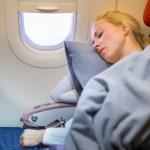 خلال رحلتك الطويلة.. كيف تتمكن من النوم على متن الطائرة بكل سهولة ؟