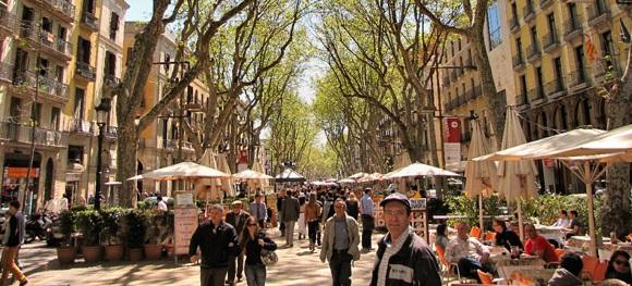 4929a110f يعتبر لاس رامبلاس رامبلا كاتالونيا من أفضل أماكن التسوق في برشلونة ، ويقع  هذا الشارع الرائع الذي يضم منطقة للمشاة في قلب مدينة برشلونة، بجوار باسيغ  دي ...