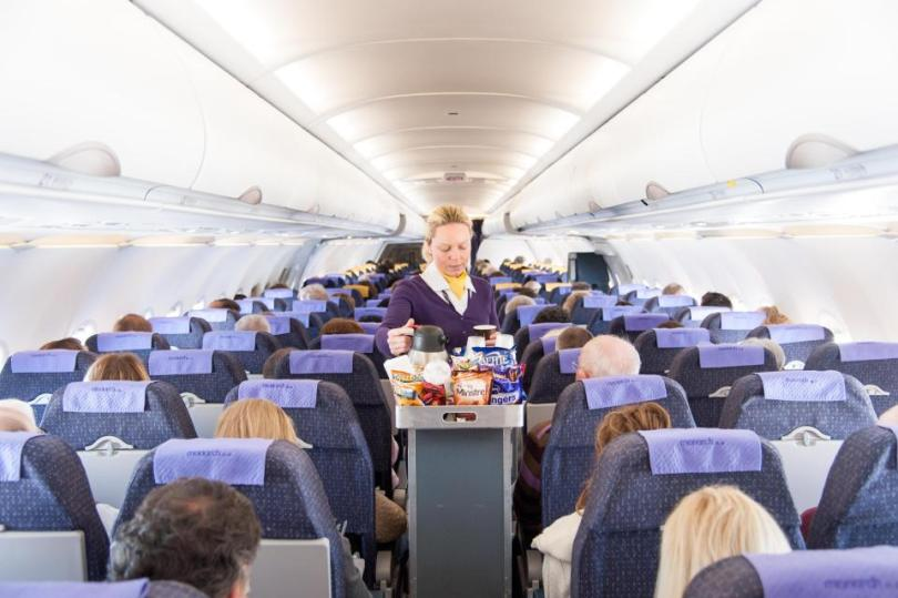 كيف تستمتع برحلتك على متن الطائرة بأرخص التكاليف؟