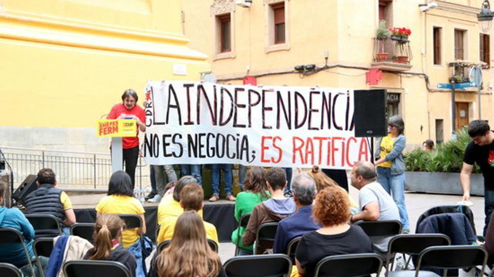 """El CDR de les Corts irromp en un acte de la CUP per reclamar-los que proclamin la República """"ja"""""""