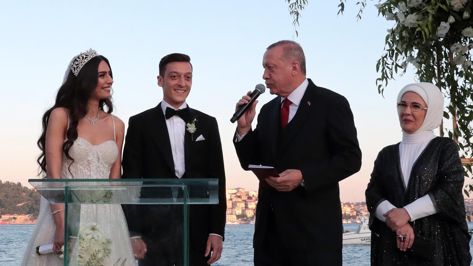 Erdogan, padrí de noces del futbolista Mesut Özil a Istanbul