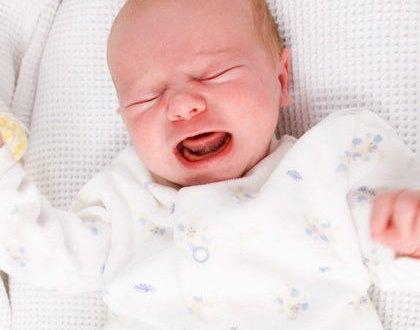 اسباب بكاء الطفل الرضيع