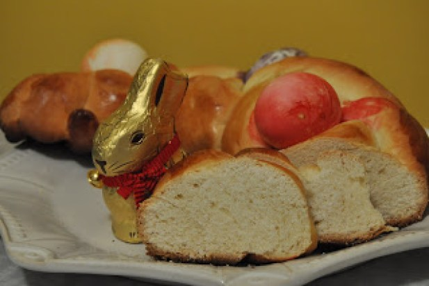 Arabs Indulge in Symbolic Easter Bread