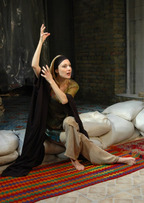 Iraqi American Actress Heather Raffo Holds Workshop for Women in Dearborn