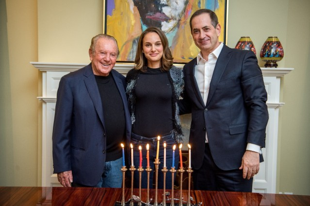 "Jewish Natalie Portman Refuses to Receive a ""Jewish Nobel Prize"""