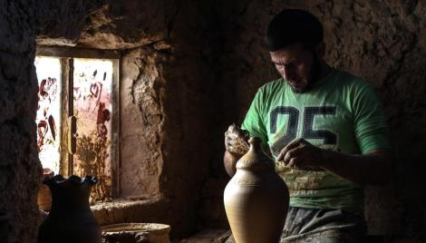 Syrian Potter Braves Civil War to Make Traditional Items