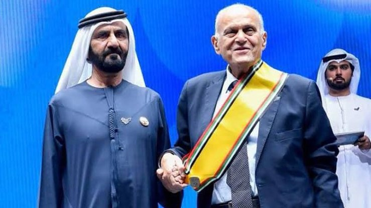 Mohammed bin Rashid honors surgeon Magdy Yacoub - 360 Million for New Cairo Heart Center