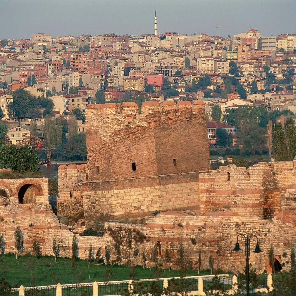 Turning Points in History: The First Arab Siege of Constantinople