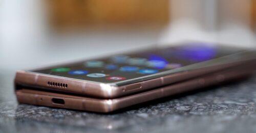 سامسونح تؤكد أنها تعمل على هاتف قابل للطي ذو نحافة عالية ووزن خفيف