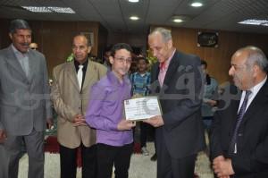 محافظ الوادى الجديد يكرم الفائز بمسابقة اللغة العربية الفصحى