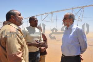 اللواء محمود عشماوي محافظ الوادي الجديد أثناء الجولة التفقدية