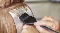 أضرار صبغة الشعر على المرأة الحامل