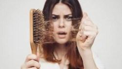 أسباب تساقط الشعر بغزارة وعلاجه