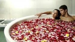 مافوائد الاستحمام لزوجين مًعا