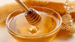 فوائد العسل العلاجية لصحة الجسم والقلب