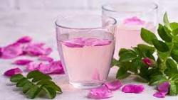 فوائد شرب ماء الورد على الريق