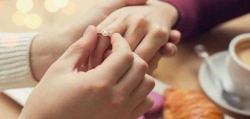 هل فارق العمر بين الرجل والمرأة يؤثر على علاقتها الزوجية