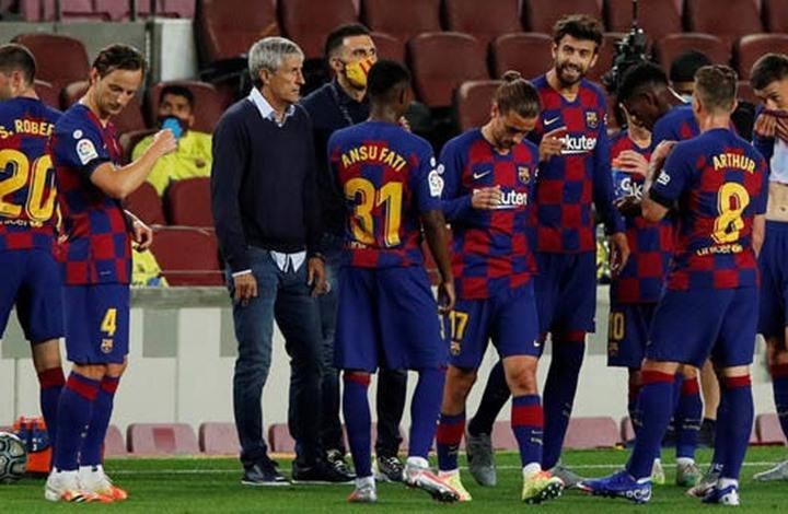 برشلونة يستعد لبيع جميع لاعبيه باستثناء 4 أسماء