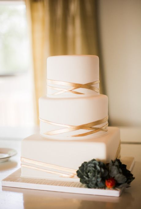 Winter Wedding Cake Trend For 2014 All White Cakes With