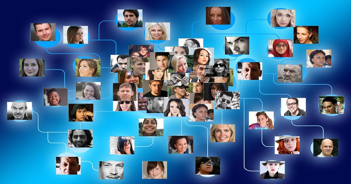 ضابط استخبارات اسرائيلي يسحب صور المشتركين بالشبكات الاجتماعية لبناء أضخم قاعدة بيانات للوجوه