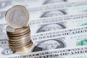 اسعار العملات الدولار يصعد مع ترقب أسعار الفائدة الأميركية واليورو