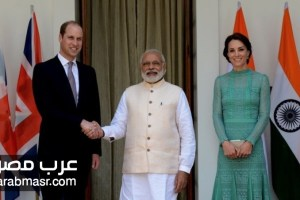 صورة الامير ويليام بأثار اصابع علي يده من رئيس وزراء الهند اثناء زيارته