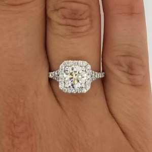 2.50 Ct Round Cut F/Vs2 Radiant Halo Diamond Solitaire Engagement Ring 18K Gold