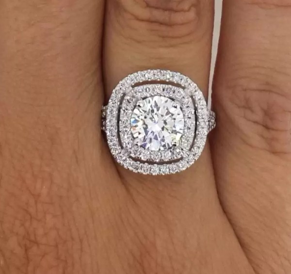 4.52 Ct Round Cut FVs2 Diamond Solitaire Engagement Ring 18K White Gold
