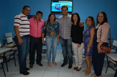 Prefeito Kerginaldo Pinto, secretário Rodrigo Aladim com educadores